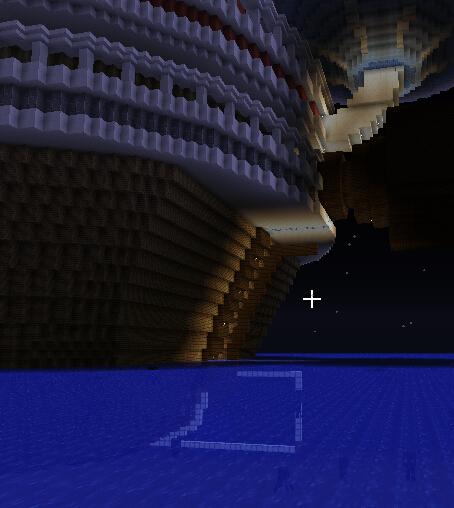 巨大的尾舵,延伸到水中,定型依然需要海灯笼照明。