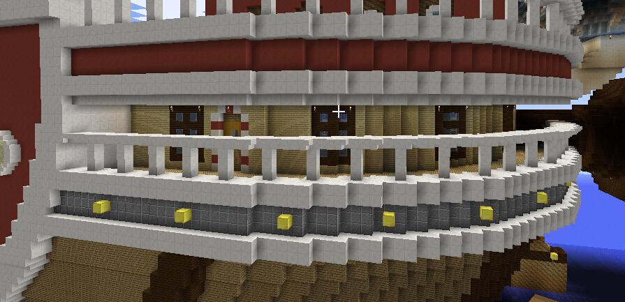 二楼水之酒吧侧面外回廊门窗。